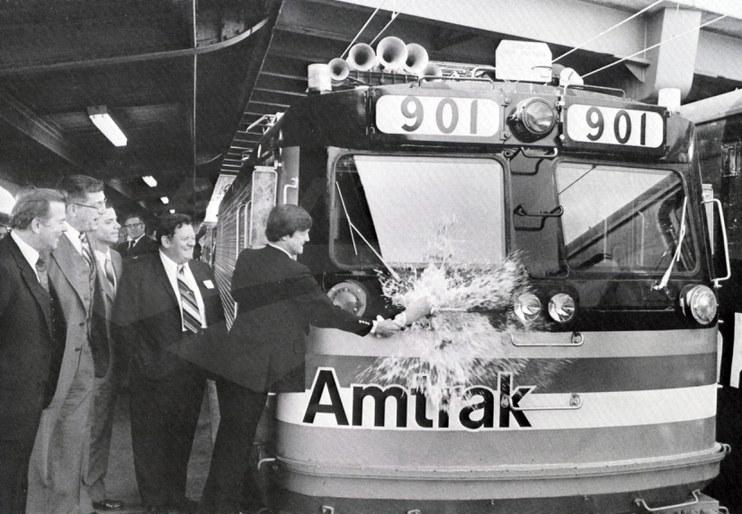 AEM-7s enter revenue service, 1980.