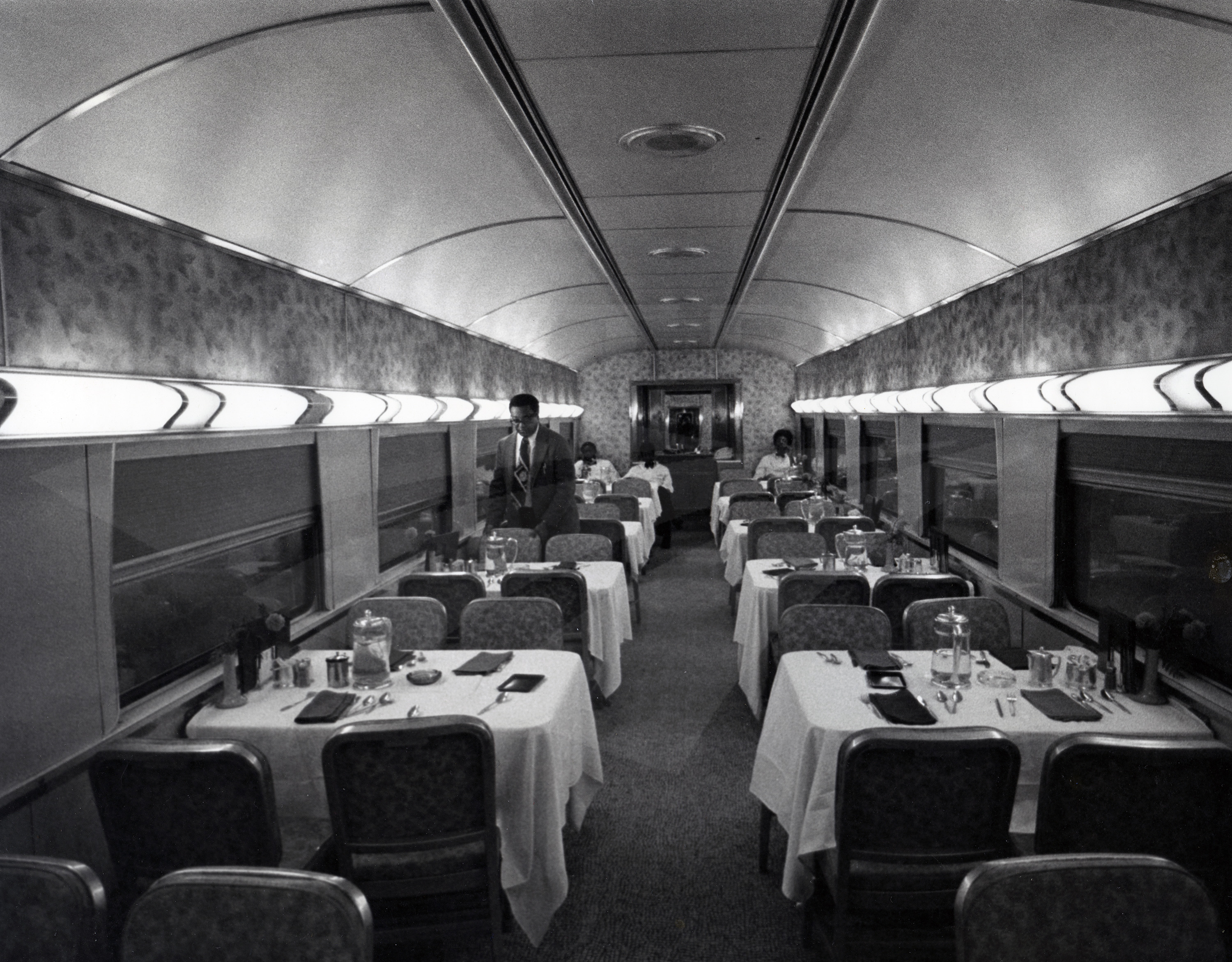 dining car 1970s amtrak history of america s railroad. Black Bedroom Furniture Sets. Home Design Ideas