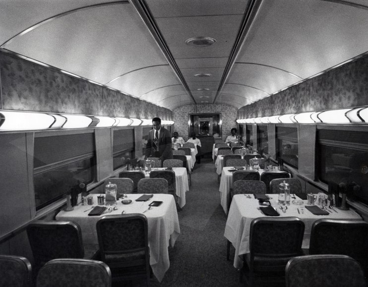 National Railroad Museum >> Dining car, 1970s. — Amtrak: History of America's Railroad