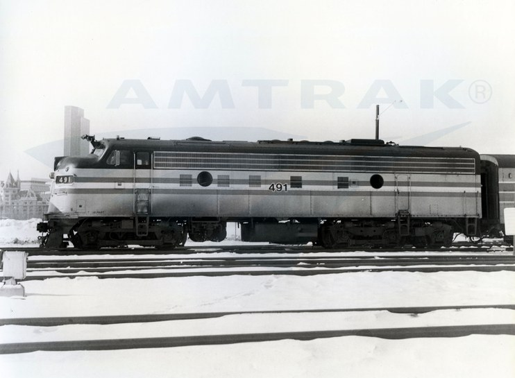 FL9 locomotive No. 491 in the snow, 1982.