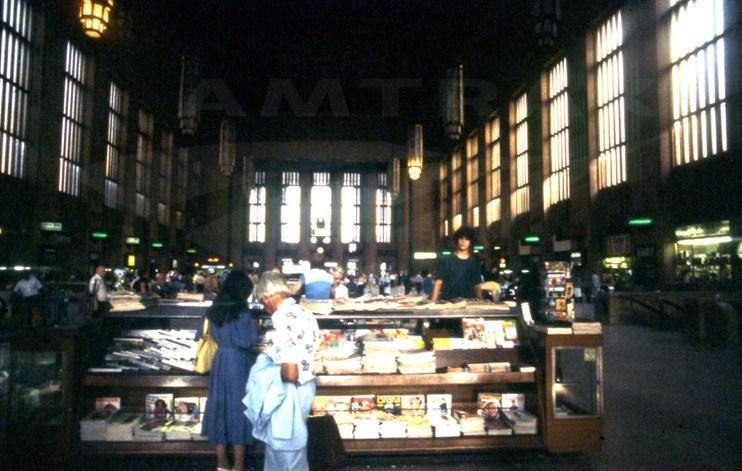 Main concourse of Philadelphia 30th Street Station, 1979.
