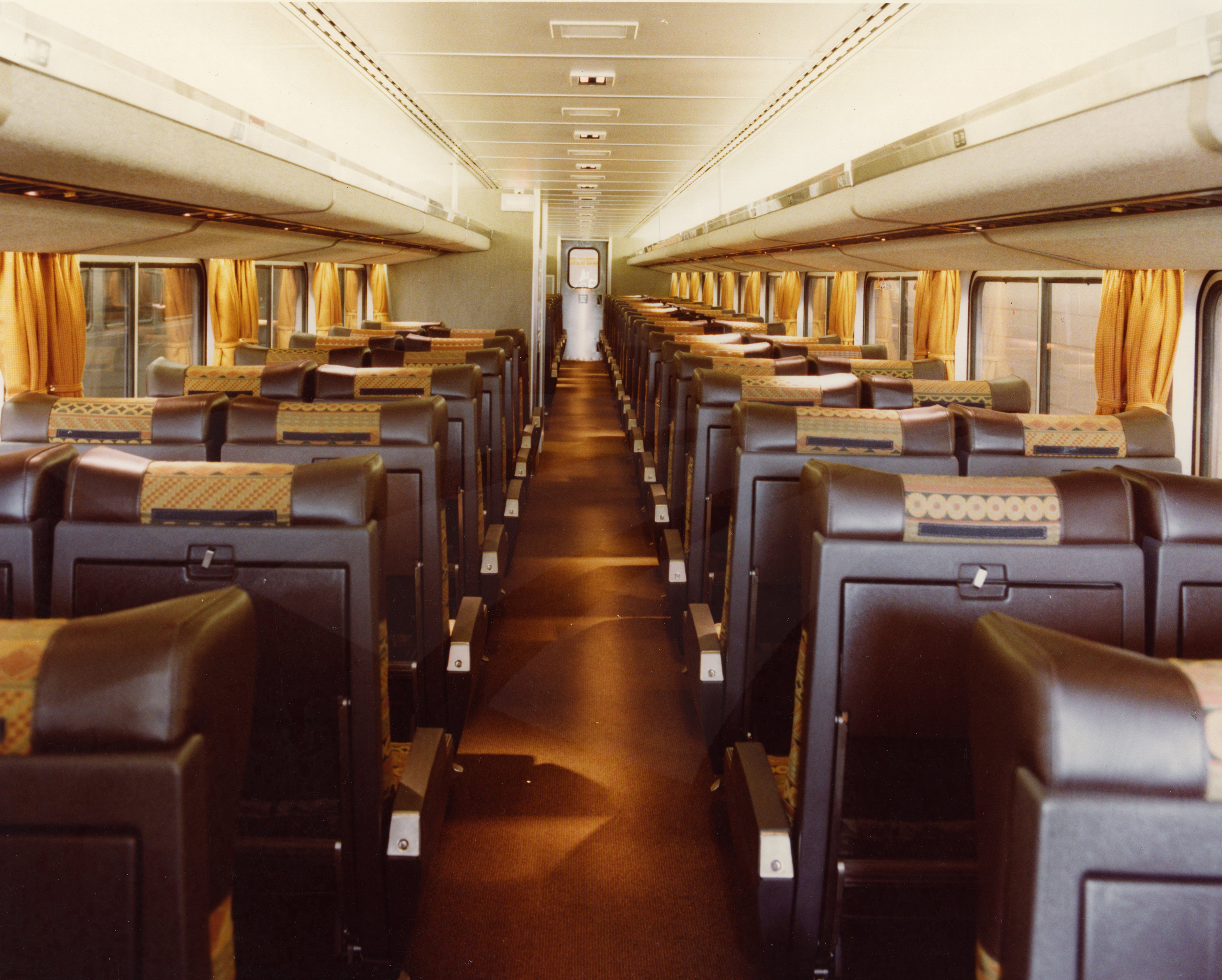 upper level of a superliner i coach 1980s amtrak history of america s railroad. Black Bedroom Furniture Sets. Home Design Ideas