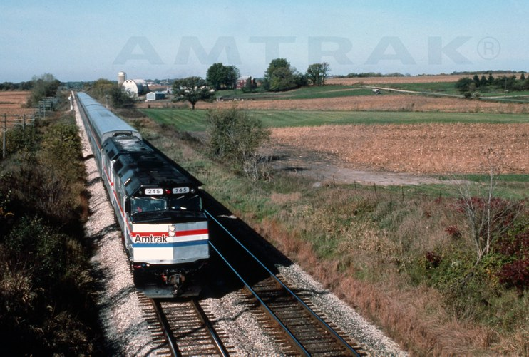 Western long-distance train led by F40PH No. 245, 1980s.