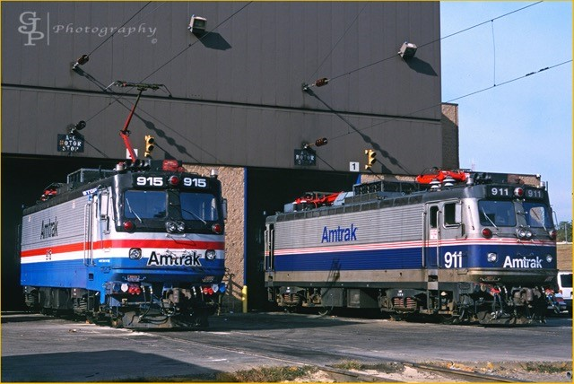 AEM-7s Nos. 915 and 911 at the Ivy City facility.