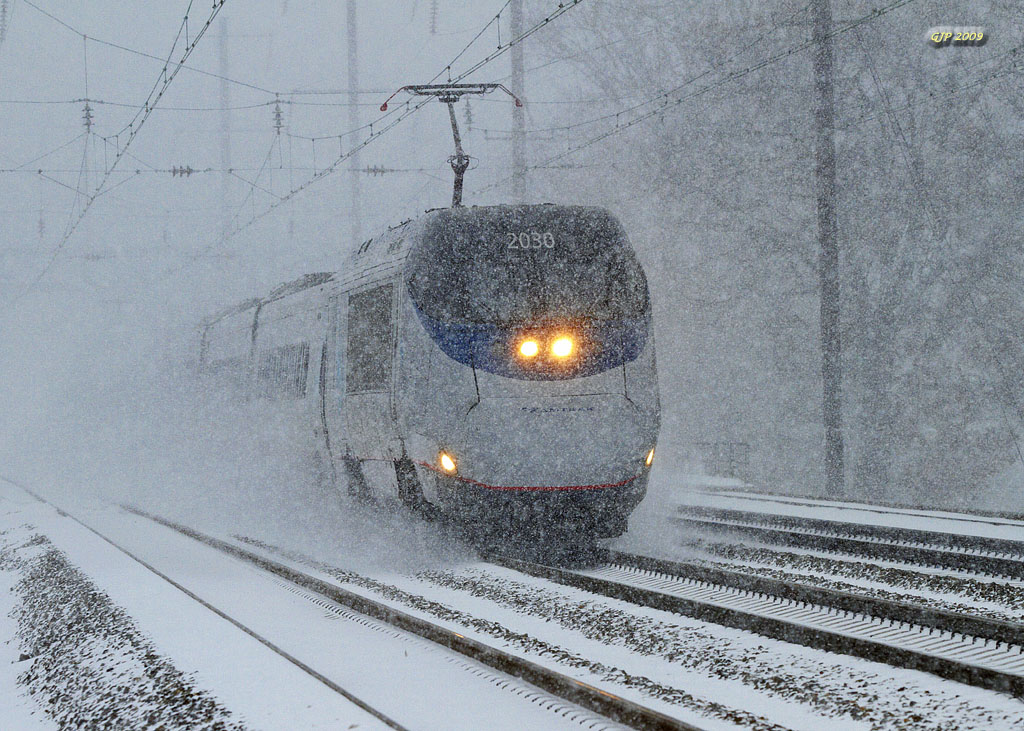 Acela Express at Grundy Tower in the snow, Dec 2009