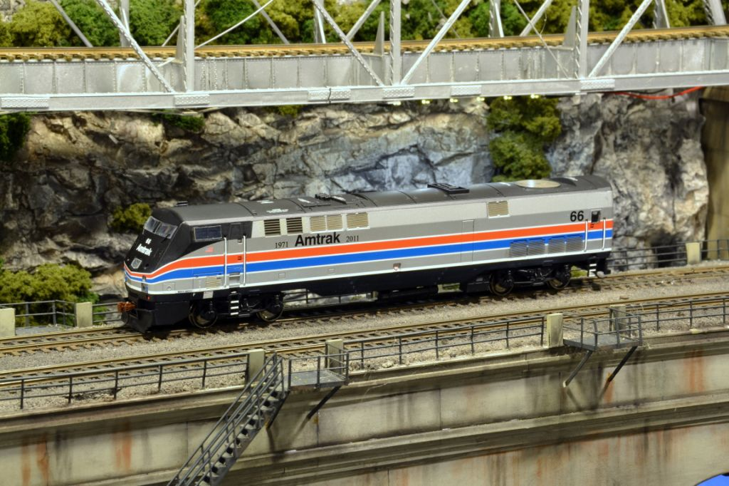 P42 66 Shows Off Her Striking Phase Ii Paint The Ho Scale Model Exhibit Train